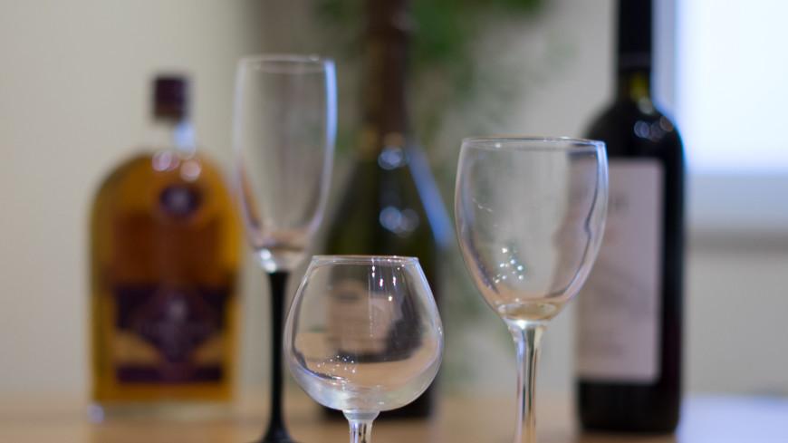 Нарколог объяснил воздействие алкоголя на коронавирус