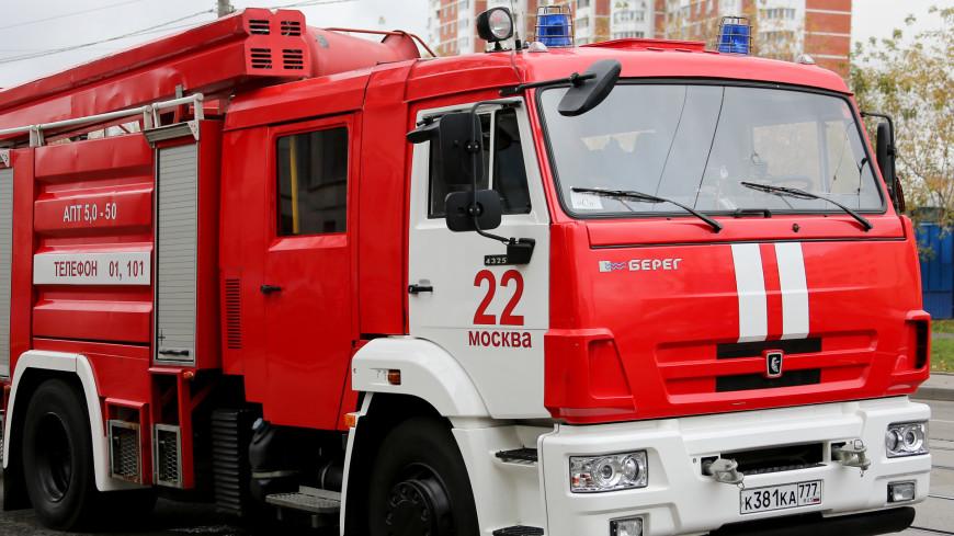 При пожаре в ангаре на севере Москвы пострадал один человек