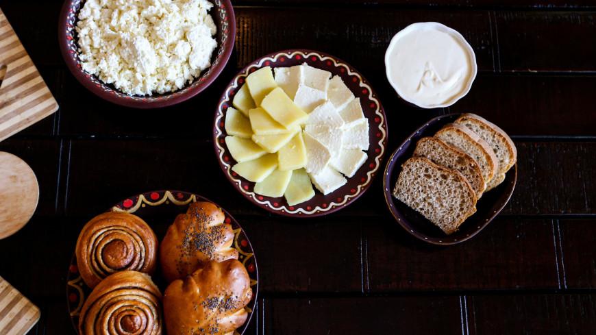 монастырь, церковь, религия, православие, вера, христианство, вероисповедание, рпц, Николо-Сольбинский женский монастырь, женский монастырь, еда, посуда, продукты, пища, сыр, творог, молочные продукты, булочка, булка, сдоба, выпечка, сладкое,