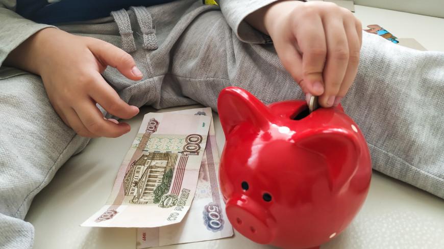Мишустин подписал распоряжение о выделении почти 62 млрд рублей на выплаты семьям с детьми