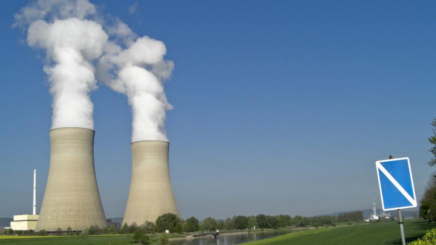 ядерная энергия, энергетика, угольная электростанция, ядерный реактор, загрязнение воздуха, дымовая труба, труба, дым, смог, промышленный, промышленность, окружающая среда, экология, технология,