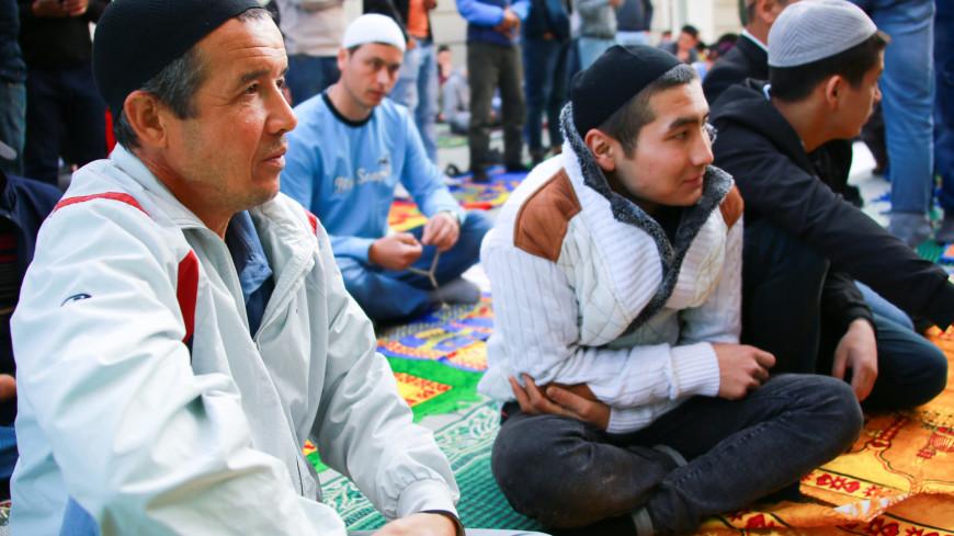 ураза байрам, мусульманин. ислам, мусульманство, религия, ислам, московская соборная мечеть, четки, коран,