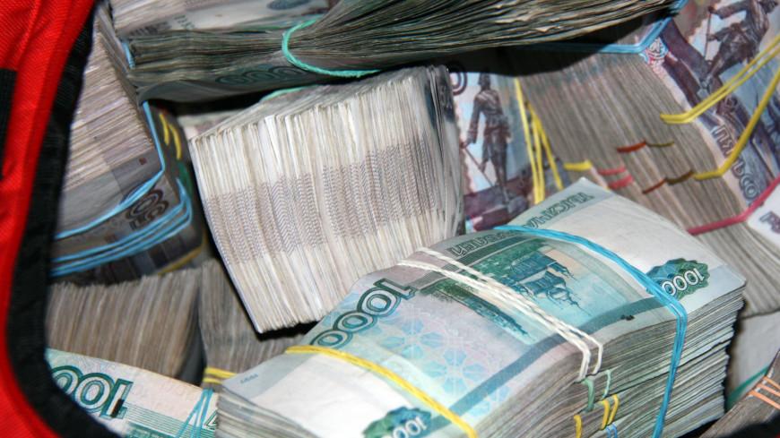 Таможенник в Шереметьева попался на взятке в почти миллион рублей