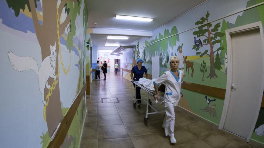 Волонтеры проекта «Веселый коридор» расписывают стены в московских больницах уже 4 года.,больница, медсестра, каталка, больной, реанимация, ,больница, медсестра, каталка, больной, реанимация,