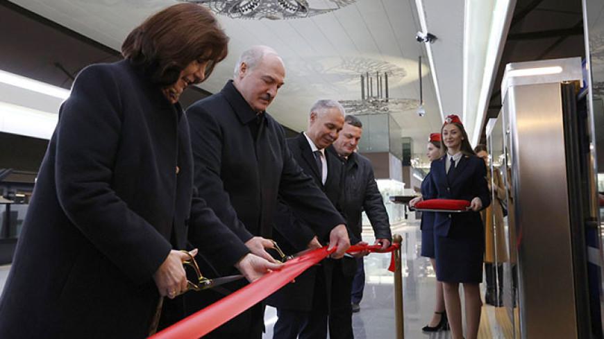 Лукашенко поблагодарил строителей минского метро