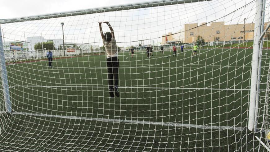 "© Фото: Алан Кациев, ""«Мир24»"":http://mir24.tv/, мяч, футбол, дети, вратарь, ворота"