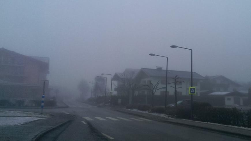 "© Фото: ""Елизавета Шагалова, «Мир 24»"":http://mir24.tv/, плохая видимость, туман, дорога в тумане, дорога, туман на дороге"