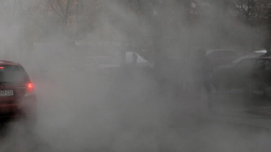 На севере Петербурга прорвало трубу, кипятком затопило целую улицу
