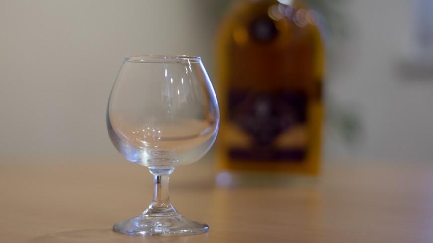 алкоголь, бокал, выпивка, хрусталь, посуда, бутылка, алкоголик, коньяк,