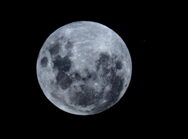 «Голубая Луна» взойдет над Землей в ночь на воскресенье