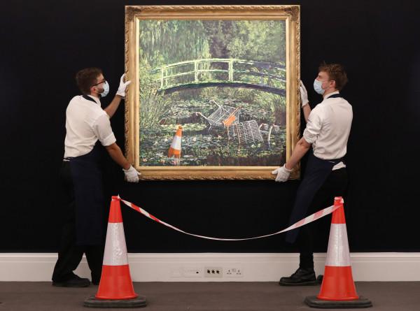 Картина Бэнкси «Покажи мне Моне» ушла с молотка почти за $10 млн