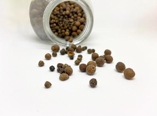 В черном перце нашли вещество, подавляющее COVID-19