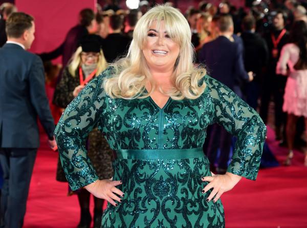 Британская телезвезда хочет избавиться от своей 12-килограммовой груди