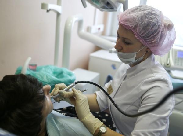 Специалисты рекомендовали посещать стоматолога раз в два года