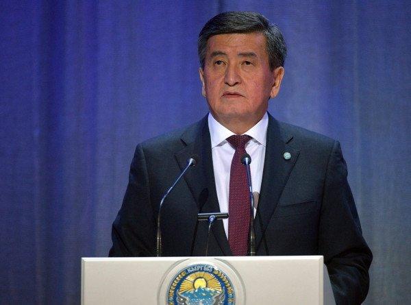 Сооронбай Жээнбеков поздравил кыргызстанцев с Международным днем пожилых людей