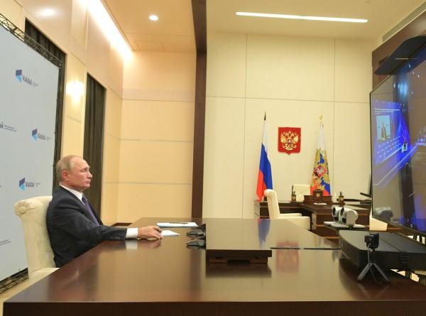 Путин: Закрывать предприятия из-за коронавируса нет необходимости