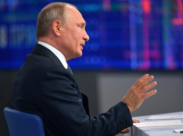 Путин: Я попросил Генпрокуратуру не препятствовать выезду Навального за границу