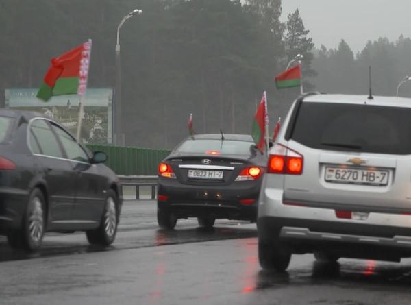 Под флагом Беларуси: автопробег Минск – Могилев собрал патриотов