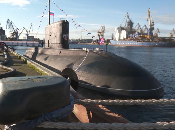 Пополнение ВМФ: над подлодкой «Волхов» поднят Андреевский флаг