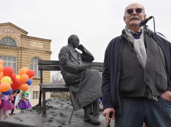 Никите Михалкову – 75: как режиссер со своими друзьями создавал шедевры