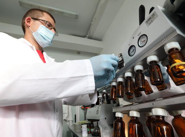 В виде спрея и кефира: в полку вакцин от коронавируса прибыло