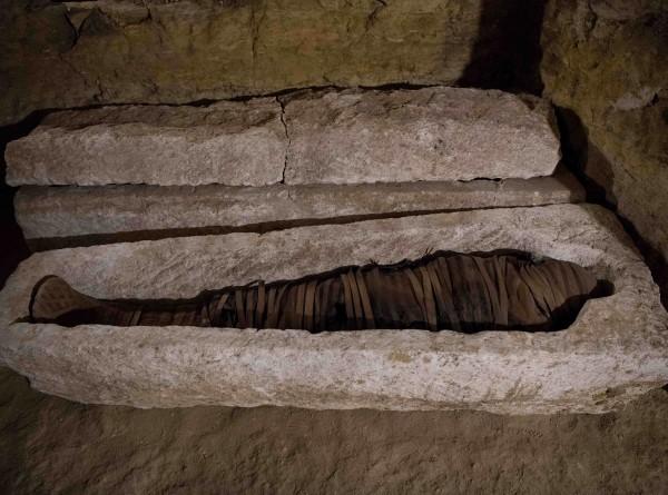 Может, не надо в 2020-м: принесет ли открытие саркофагов в Египте миру новые беды