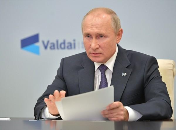 «Не простудиться бы на ваших похоронах»: самое яркое в выступлении Путина на «Валдае»