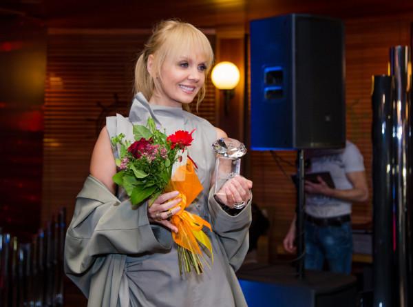Как девочка: певица Валерия поразила поклонников фигурой в бикини