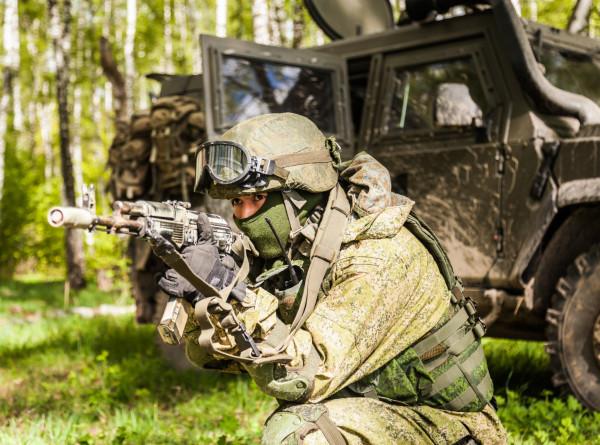 Каждый знает свой маневр: в России отмечают День спецназа