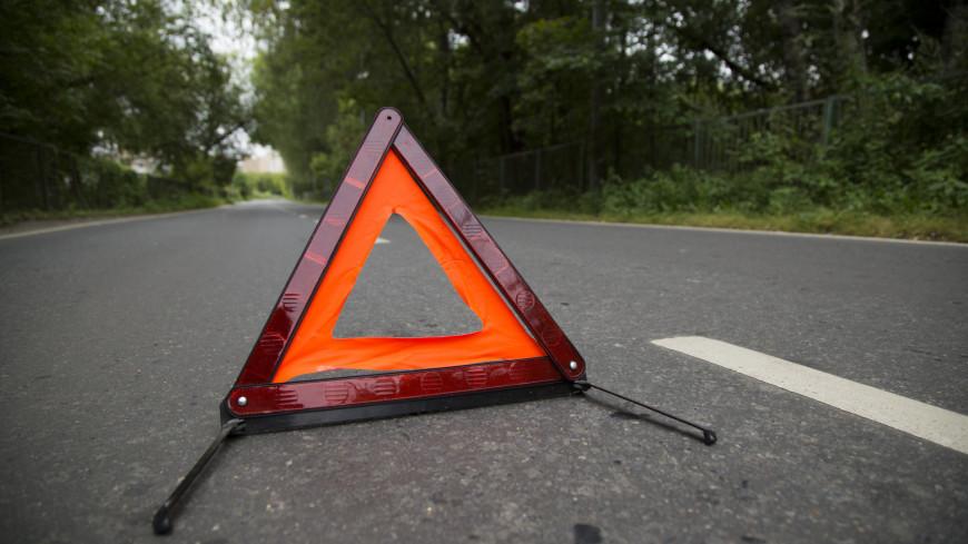 Микроавтобус перевернулся на трассе в Красноярском крае, восемь человек пострадали