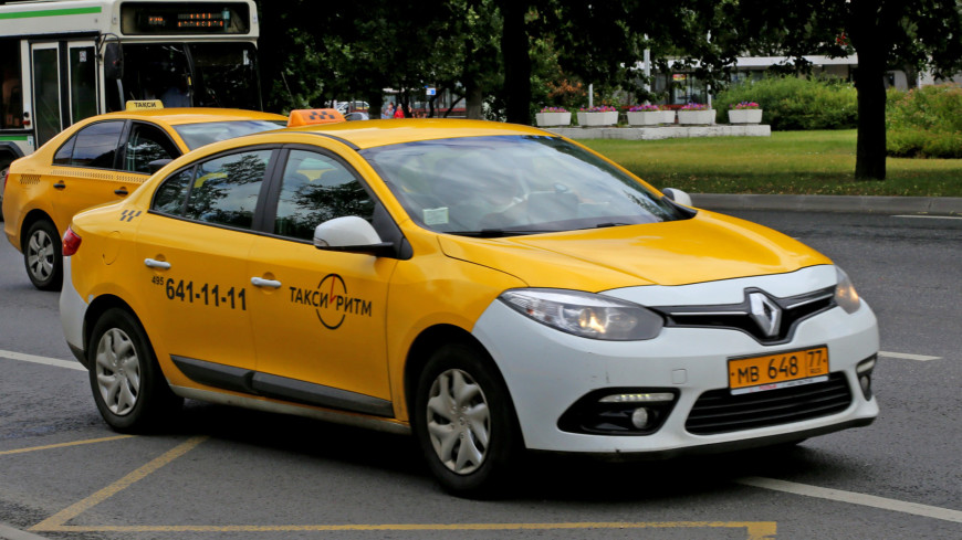 Житель Уссурийска с отверткой отобрал у таксиста машину