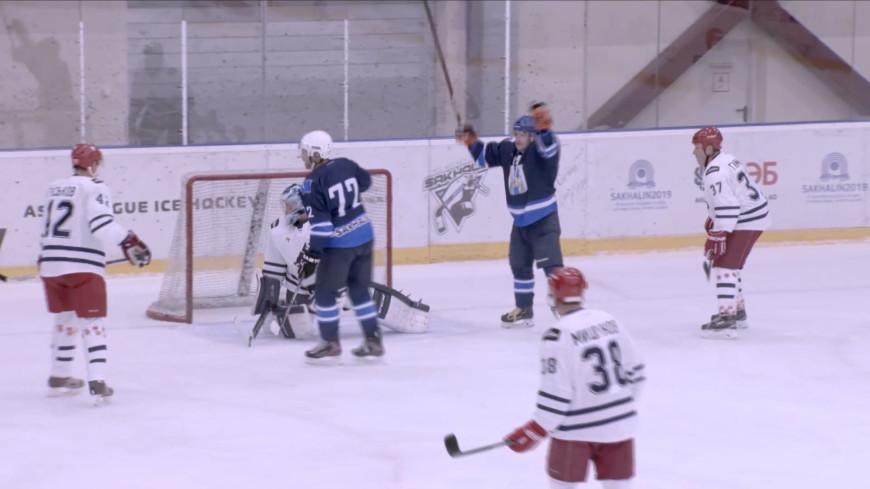 Мастер-класс от легенд: звезды российского хоккея приехали на Сахалин