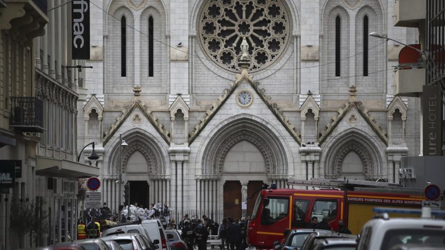 Французские соборы колокольным звоном почтили память жертв теракта в Ницце
