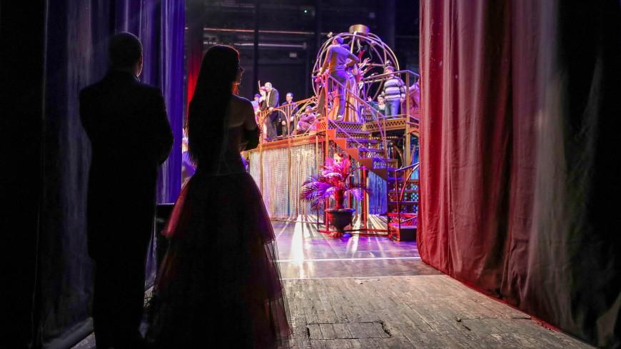 «Летучая мышь» по-новому: в Петербурге осовременили оперетту Штрауса