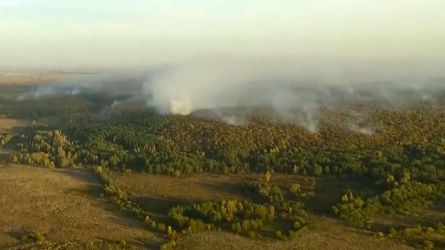 Порывистый ветер мешает тушить пожар на военном складе под Рязанью
