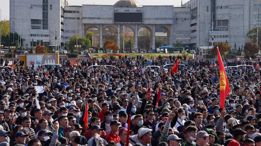 Кыргызстан ждет: политические силы ищут пути возвращения страны в правовое поле