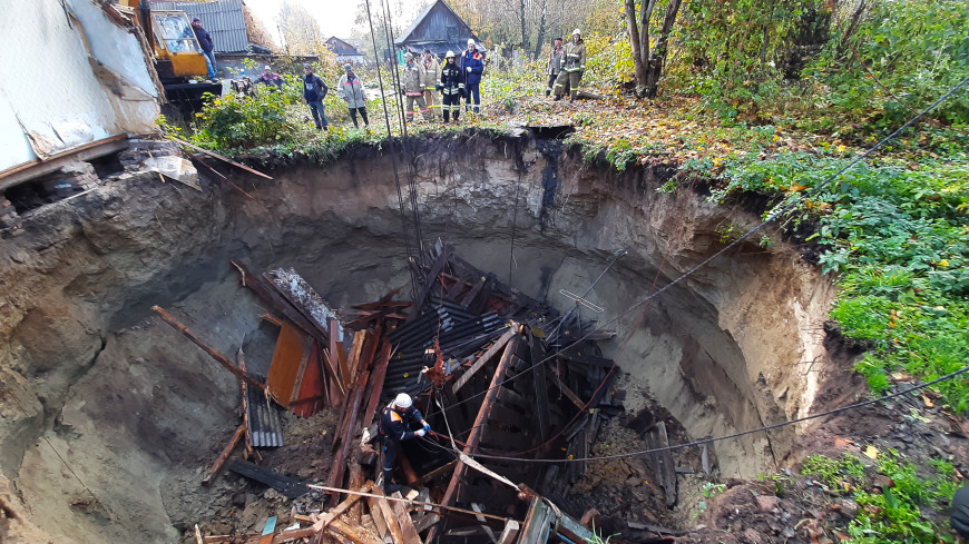 В Брянской области под завалами провалившегося дома нашли тело женщины