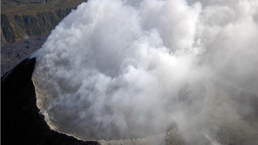 Камчатский вулкан Карымский выбросил шестикилометровый столб пепла