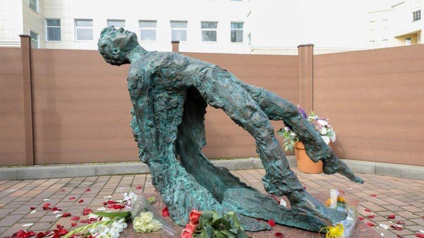 Ангел со сломанными крыльями: новый памятник Есенину в Москве вызвал споры