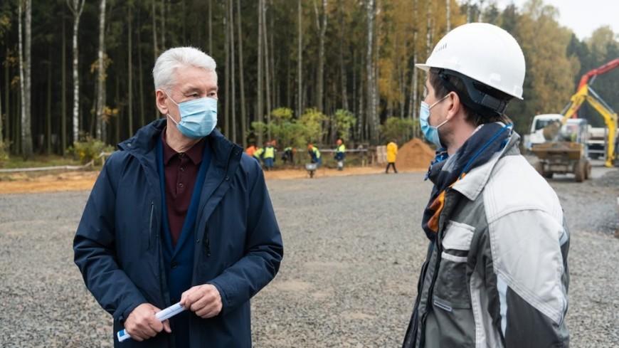 «Это город в городе»: Собянин оценил ход строительства офисных комплексов в Новой Москве