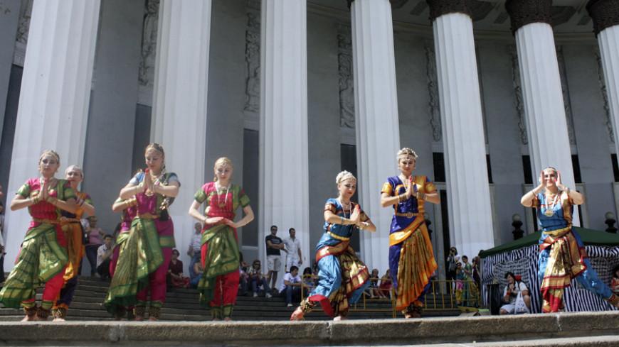 """Фото: Елена Андреева, """"«Мир24»"""":http://mir24.tv/, кришнаиты, индия, сари"""