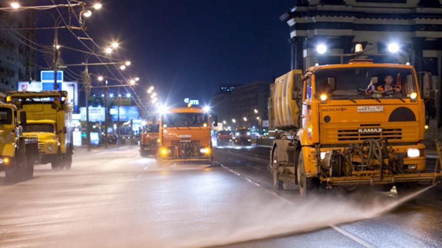 """Фото: """"www.mos.ru"""":http://www.mos.ru/, машина для мытья улиц"""