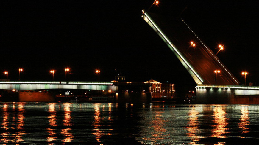 В Петербурге при попытке перепрыгнуть мост погиб мотоциклист