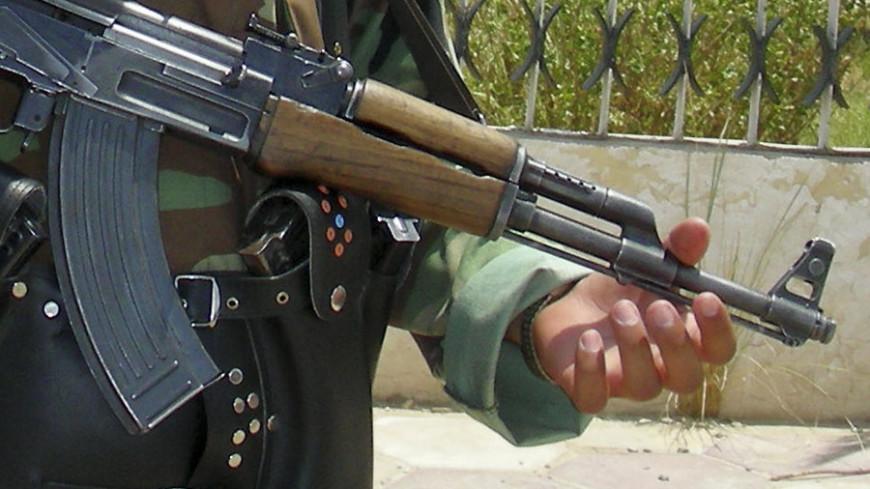 """Фото: """"Jim Garamone, официальный сайт Минобороны США"""":http://www.defense.gov/, калашников, боевик, автомат калашникова"""