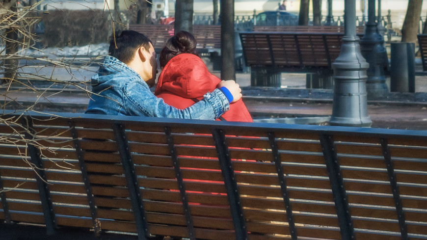 Пара в парке,весна, пара, любовь, любовь, объятия, ,весна, пара, любовь, любовь, объятия,