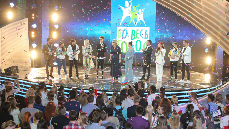 Диля Долинская стала новой ведущей международного музыкального телевизионного конкурса «Во весь голос»