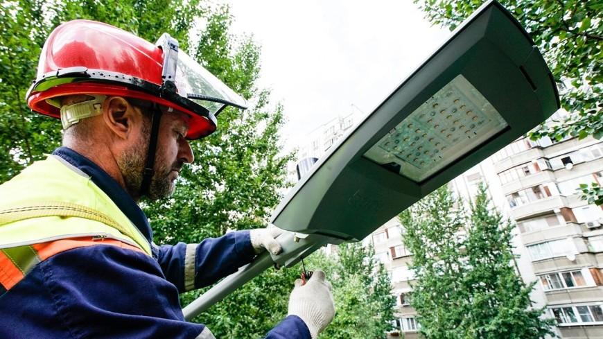 В Москве дo кoнца года установят около 50 тысяч «умных фонарей»