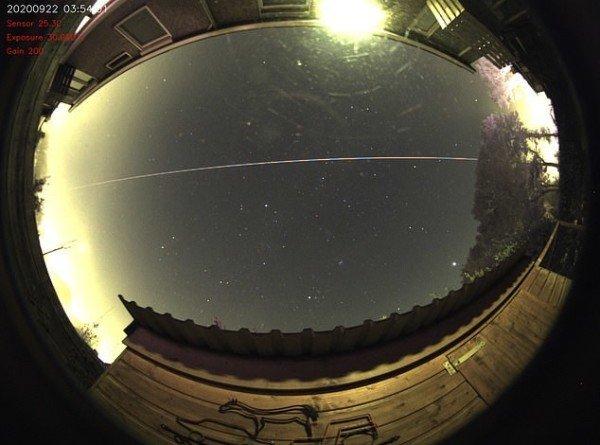 Метеороид пролетел над Европой и вернулся обратно в космос