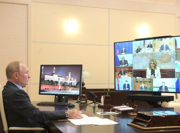 Путин предложил продлить выплаты медикам, работающим в «красной зоне», до 1 января
