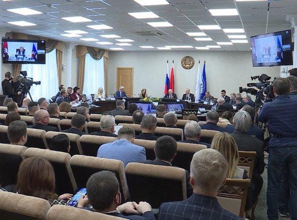 Фотографии, книги и артефакты времен ВОВ показали на Форуме регионов Беларуси и России